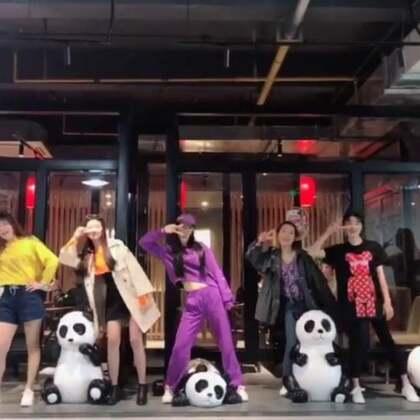 #kfc复古disco挑战##舞蹈#和我美颜秘笈的代理们又见面了,又加入了好多新朋友❤️ 这次我们在云南做活动,聚在一起各种嗨!