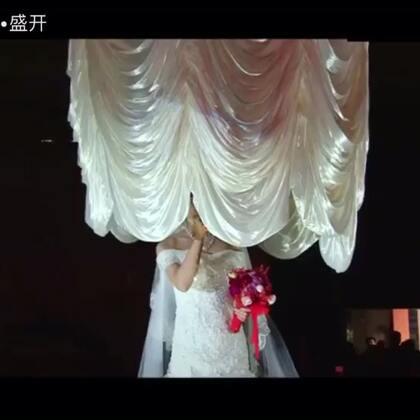 这是在🍉上我参加的第106次婚礼[偷笑] 杨林&彭晓 虽素不相识、但也是由心祝福…… 唱响的音符 告诉所有的爱情 ——只要有你 晚是全世界的晚 安是有你的安[玫瑰]