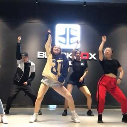 #舞蹈##江油黑盒子舞室#🎵👉🏻#santa tell me##LIGI 编舞#成人爵士舞精品班也开始教学新舞啦、这支舞真的嗨、音乐一响起就忍不住要跳起来、也许这就是舞蹈的意义吧!开心就好啦🤣🤣🤣🎈🎈💕💕#精选##美拍舞蹈季##我要上热门#