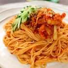 韩式辣白菜拌面,是比较家常的一道主食,食材简单,味道爽口,特别适合偶感火大想吃凉快的食物的时候,真是会让你感觉到什么是爽口爽心,爽到家了!#美食##美食作业##地方美食#