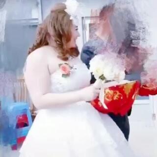 以前我200斤 是朋友口中的死胖子 曾经一度抑郁 我感觉人生不可能就这样过了然而我坚持减肥才有现在的我 有一个萌宝 和一个爱我的老公#胖子的逆袭之我要减肥!!#