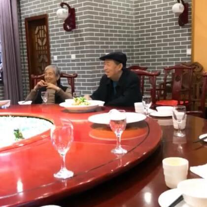 这几天没有直播,首先从北京开车回来已经累的不行了,爷爷生日只想好好陪陪他。 回北京以后给你照常直播,最后。祝爷爷生日快乐。从小到大都是爷爷奶奶带大的。祝你身体健康 嘿嘿嘿#热门#