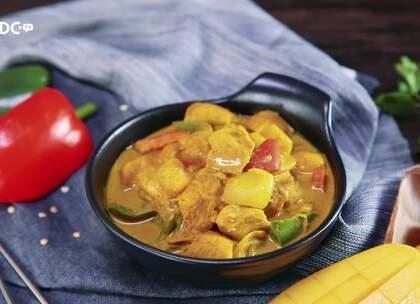 芒果还可以入菜?咖喱爱好者福利【芒果咖喱鸡】来啦!鸡胸肉配上清甜的芒果和新鲜的椰浆,再加上青红灯笼椒丰富色彩,好看又好吃。 #美食##食谱##烹饪#
