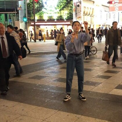 #舞蹈#Adventure time in Namba?? 在日本大阪,快要过马路的时候被他们的歌声吸引。阿阿,好喜欢??控制不住身体想要freestyle.. 谢谢给我唱歌!中间有一段在人群中穿梭,是我最喜欢的部分。感恩,生活。@SINOSTAGE舞邦 @美拍小助手