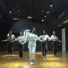 嘉禾舞社爵士基础课程视频来啦~很多还没学习过街舞的同学都会担心舞蹈太难,其实嘉禾的基础课还是非常简单易学的,会让大家从又简单又好看的舞蹈片段学起哦!想更多了解我们的课程吗?请访问我们的官网http://www.jiahewushe.com@Sugar_Alex珍大笑@嘉禾舞社长沙雨花店#舞蹈##嘉禾舞社#