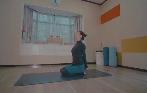 【生了么美拍】借助伸展带和瑜伽砖来修复体型,...
