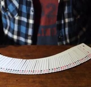 这牌盒有点神奇...😳#魔术##纸牌魔术##魔术教学#