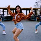 Hello宝宝们,好久不见,但我一直都在❤️。跳了这么久的编舞,这次来个K-Pop Dance Cover,还是很喜欢呢~☺️☺️。#舞蹈#