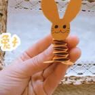 可爱的立体小兔子折纸,用到的有卡纸,笔,✂️,固体胶,小兔子还会蹦哟!#手工#