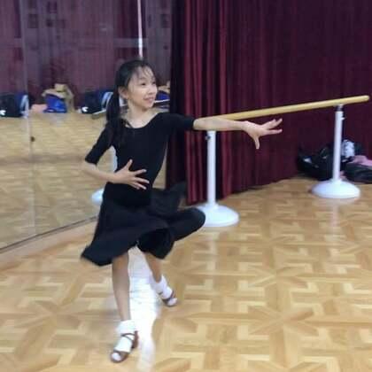上海圆梦舞蹈:恰恰walk、lock。日常训练。#少儿拉丁舞##上海少儿拉丁舞##我要上热门#