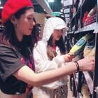 超市shopping给你们走一个😁最近欧美又开始流行这个#抖腿舞#😆来阿一起抖一个?#family business##舞蹈#黄金搭档@D57-大大