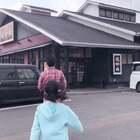 #日常#今天小学开学典礼,一年级以外都休息。上午带Yuka申请新护照,无肉不欢的两位中午就要吃烤肉!风好大!@宝宝频道官方账号 #宝宝##lisaerli日本生活#