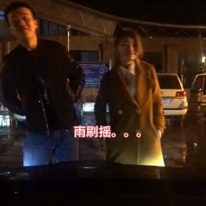 #瓶什么跳舞##雨刷摇##我要上热门#@美拍小助手 有没有别的版本的雨刷摇。哈哈哈哈哈哈哈哈哈哈。。。。
