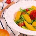 【芒果鸡胸沙拉】作为一个对食物饱含深情的人,食物于我可是光与热。哪怕是一份冷冰冰的沙拉,我也想让它变成火热的存在,比如今日这道芒果鸡胸沙拉。#小羽私厨# 