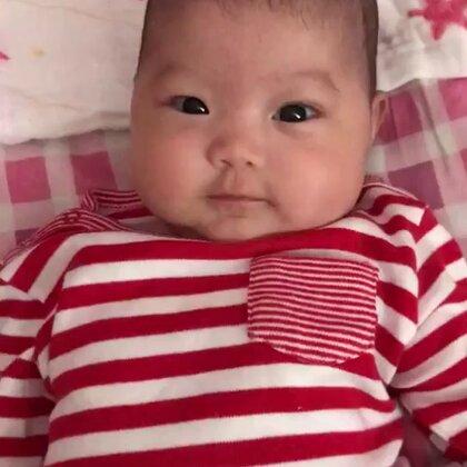 #小甜歌##依依成长记录##萌宝宝##依依姐姐#依依两个月了😊