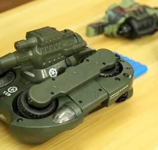 国产水陆两栖遥控坦克,性能狂野の水陆猛兽来袭!#直播玩玩具##新奇##游戏#👉p.s.小伙伴快来分享下你最喜欢的遥控玩具吧~