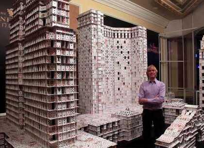 每个城市都有自己的标志性建筑,他们往往是一座城市的象征,哈佛大学一位设计学专业的研究生,就在44天内完成了澳门威尼斯人度假村酒店,澳门百丽宫以及澳门金沙三座建筑物的模型,期间共用了4051副扑克牌,并且中间没用胶水等任何粘接剂。#旅行##城市##澳门#