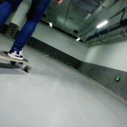 没错这是我妈,喜欢玩滑板√哈哈#长板##运动#