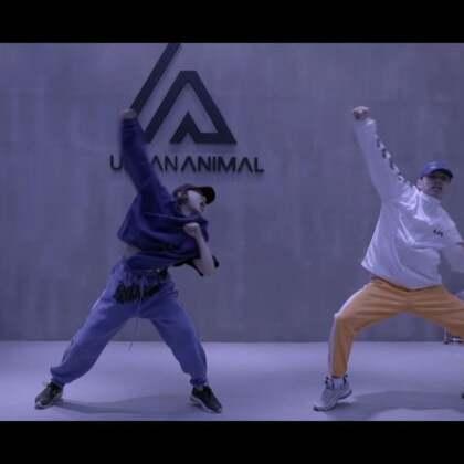 吴迪 drama queen!我们动物园的蝎子🦂️来了!态度决定高度,嘴角上扬,独有的swag气质,场面无与伦比!不信来比试!@UrbanAnimal谭梦 @UrbanAnimal肖菲 @UrbanAnimal哈哈 @UrbanAnimal冰冰 #舞蹈##吴迪##urbananimal#