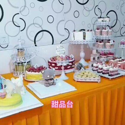 甜品台,品种和摆饰仅供参考,师傅和学员做了一晚,有没有一个赞呢?#甜品台##美食##我要上热门#