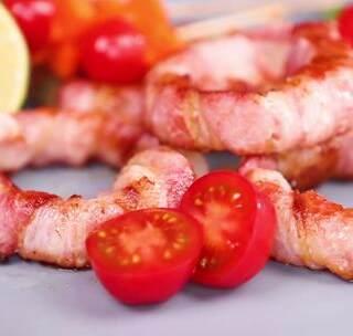 懒人料理,2分钟培根洋葱圈,一个洋葱与几片培根的速成营养餐 ..#美食##懒癌患者美食##我要上热门#