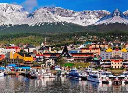 """【世界最南端的城市,距离南极只有800公里,被称为世界的尽头】南美洲的最南端有一个叫火地岛的地方,它的东部属于阿根廷,西部属于智利,乌斯怀亚就是阿根廷火地岛地区的首府,这也是世界最南端的城市,也被称为是""""世界的尽头""""#旅行##南美洲##智利#"""