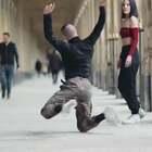 法国巴黎龙凤双胞胎超酷创意舞。💃🕺🏻@小冰 #俊男美女乐开怀##问号舞##谁是真颜王#