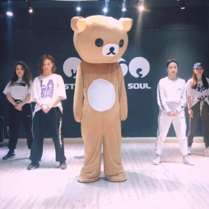 【今日最好玩】风靡韩国的idol健身#妈妈咪呀减肥舞#,据说跳一个月能瘦10斤!那我要每天都跳一遍,不!跳十遍!跳十遍!跳十遍!来吧一起跳起来~~