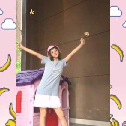 hhh宇宙今天翻跳一个超魔性猴子舞🐵是不是超级魔性好玩😛 来自OH MY GIRL BANHANA-Bannana allergy monkey(对香蕉过敏的猴子)🍌这也是一条夏日穿搭视频哦🍡宇宙vx上的一些日常分享感兴趣可以来看看(●◡●)ノ来找宇宙聊天呀哈哈#舞蹈##敏雅音乐#@敏雅可乐 #猴子舞#@美拍小助手