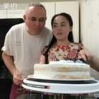 🇨🇳🇺🇸我的二婚美好生活🇺🇸🇨🇳老哈一下班就问做蛋糕了吗🎂娜娜也等着老爸下班全家开吃蛋糕😻结果😩我又毁了一个蛋糕🤯🤬😡#音乐##美食##日志#