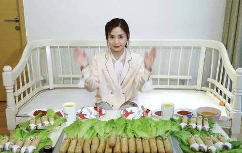 【大胃王密子君美拍】破产三姐妹的聚会很happy,今天...