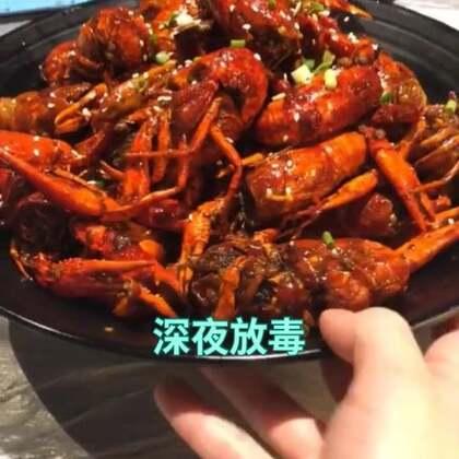 #i like 美拍##武汉##美食#巴厘龙虾,绝对比靓靓蒸虾好吃,巴厘龙虾的虾子更新鲜一些,蒸虾都是甜甜的,黄也多