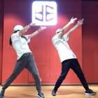 #江油黑盒子舞室##成人班爵士舞#提升魅力的最好方式就是跳舞,重点在于对自己肢体的自信,无关外表。很少和我的小徒弟合跳、他真的进步很多!希望大家多多指教!编舞来自#jc舞蹈训练营##我要上热门##舞蹈#