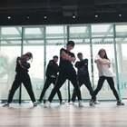 #妈妈咪呀减肥舞#来来来跟我们一起来跳流行减肥舞💃一个月瘦十斤不是梦!#我要上热门@美拍小助手##舞蹈#