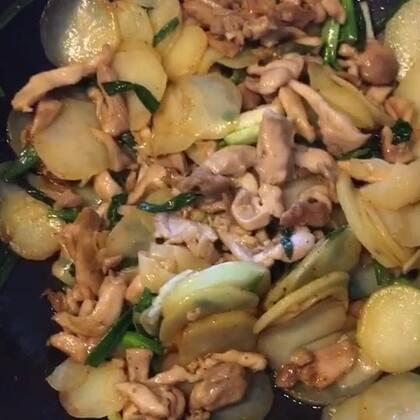 第一次做么做,好吃!不信,你做了试试,告诉辣妈,好吃吗?#土豆片##鸡肉##辣妈nianie的小厨房#