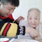 也许奶奶根本不知道会有那么多人喜欢她,每天都想看她,每天都有不少人给奶奶送祝福~😄在此文哥代表奶奶给大家说一声谢谢大家的厚爱!🙏🙏🙏#热门##搞笑##宝宝#