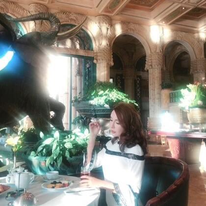 皇宫酒店的早餐。这件旗袍被好多人夸哦