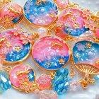 【依猫手作】樱色金鱼手帐挂件#uv胶##水晶滴胶##滴胶#部分材料来自@MISS小晨DIY https://missxiaochen.taobao.com/ 个人很喜欢的一款。时长限制,微博有完整版哦。