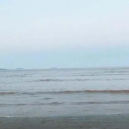 要是不开心,那就#去海边吧#一个人走一走一个人吹吹风,一个人想你。