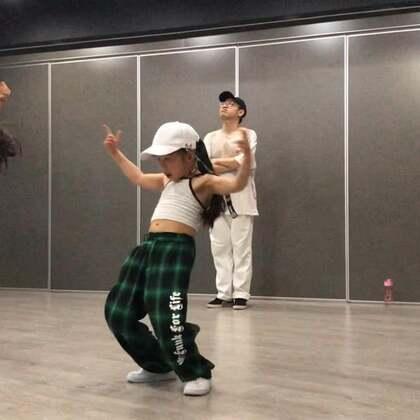 #你的热爱值千金##舒蔡果果#3岁半开始学舞,快5年了!#舞蹈#已经成为她人生中密不可分的一部分了,加油!舞出属于你的天地吧!