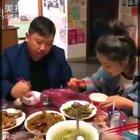 哈哈哈!吃个饭,也能这么作!😂#精选##搞笑#