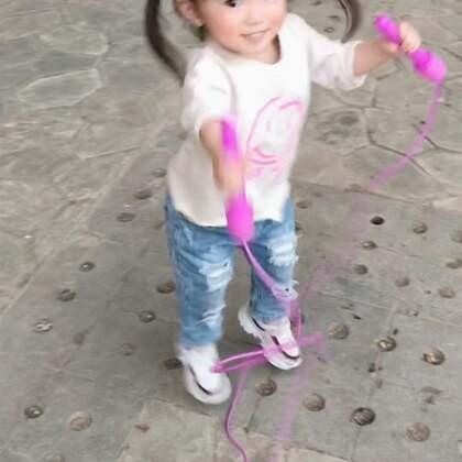 咩咩:啊粑粑!你跳错啦!让宝宝来教你正确的跳绳姿势!😂😂😂#宝宝##运动##搞笑宝宝#@美拍小助手 @宝宝频道官方账号