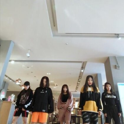 #舞蹈##ikon rhythm ta#这里有五个小伙子@AS24-小童Holly @AS24-王馨Daniel?? @AS24-烨儿Yerin @AS24-晓蕊Shary