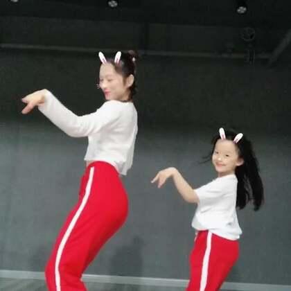#舞蹈#❤️#what is love?#❤️小家伙周末没时间学完整版,先发段cute,下周完整版外拍嘻嘻