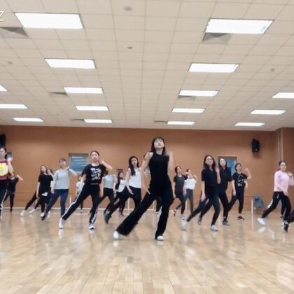 我们一伙零基础爱好者,仿照日本ibuki的教学尝试一下下,好多人一起还是蛮好玩嘿嘿😏#waacking##甩手舞##舞蹈#