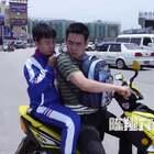 有着骑电瓶车的命,却含着开跑车的心…#陈翔六点半#