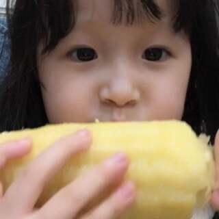 """都说想熙熙了😂谢谢你们的关爱❤️跟奶奶学的新词""""吃苞米""""😂熙熙说""""玉米和苞米不一样 玉米是香的 苞米是不香的""""#r熙41个月#+5 #宝宝#"""