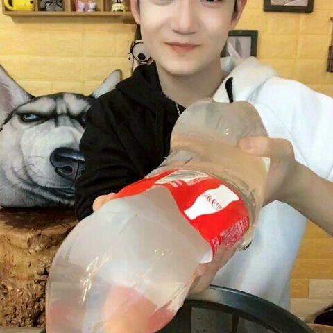 【🔥弟弟小呆萌🔥美拍】我自己做的可乐变透明变软了😁@...