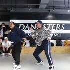 来自新加坡大师课视频,新加坡的Kayte&Alif老师是个随性而且低调的人,喜欢把帽子压低低的,但是只要跳起舞来,整个人就变得不一样了,感觉就像被打上聚光灯一样!大家最喜欢的hiphop foundation class!@舞蹈频道官方账号 @美拍小助手 #oldschool hiphop##大师课workshop##舞蹈#