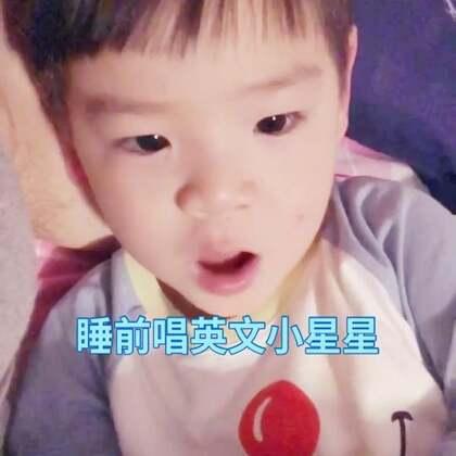 肖恩今天在幼儿园第一次上法语课,老师跟爸爸说的,问他学了啥,他还是描述不出来……晚上睡觉教他唱中文小星星,无果,还是只能唱英文的,慢慢教吧!#宝宝##肖恩在成长#